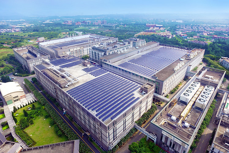 All AUO fab rooftops across Taiwan have been installed with solar systems, reducing carbon emissions while creating green energy.